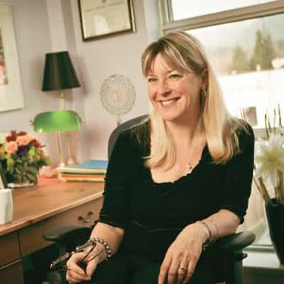 Barbara Komar, RN, BA(Psych), MC, RCC